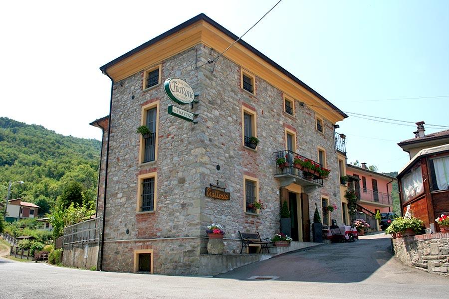 Esterno della Trattoria Chiarone a Pianello Val Tidone